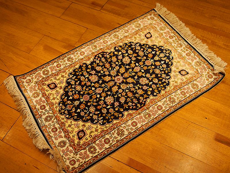 シルクで織られた絨毯